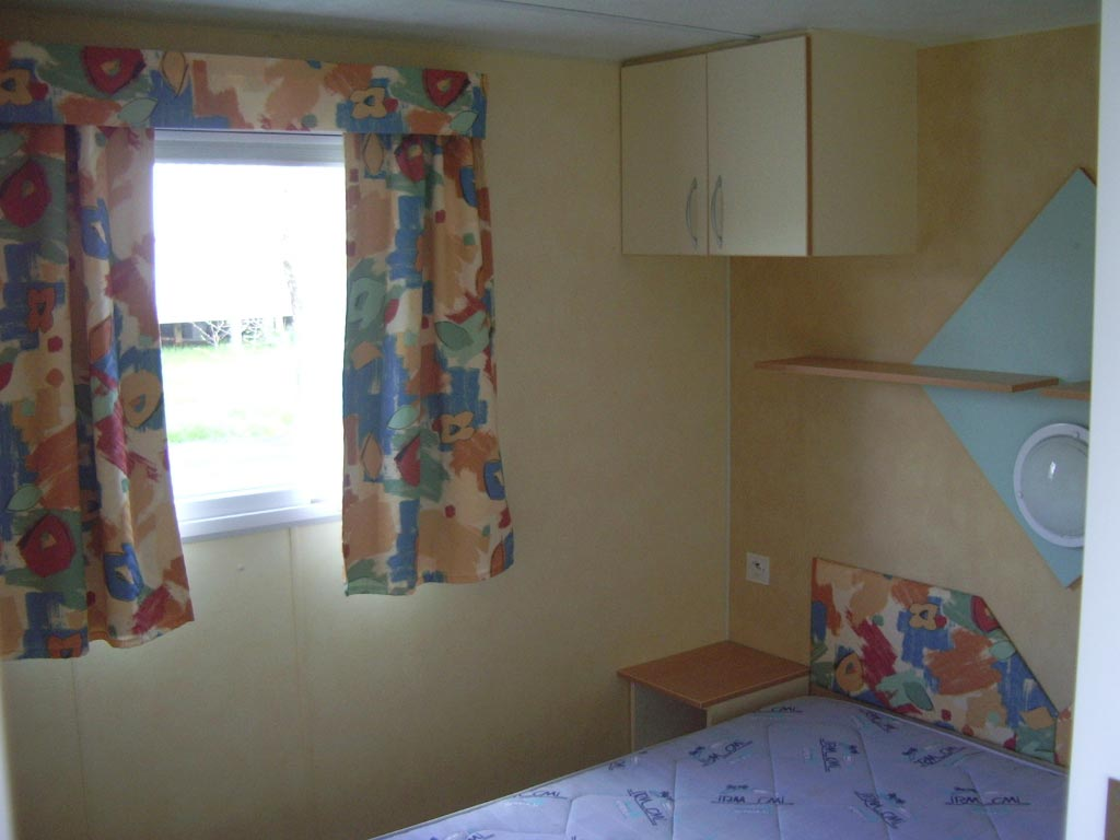 Location mobil home 2 chambres 4 personnes camping vend e for Chambre 4 personnes