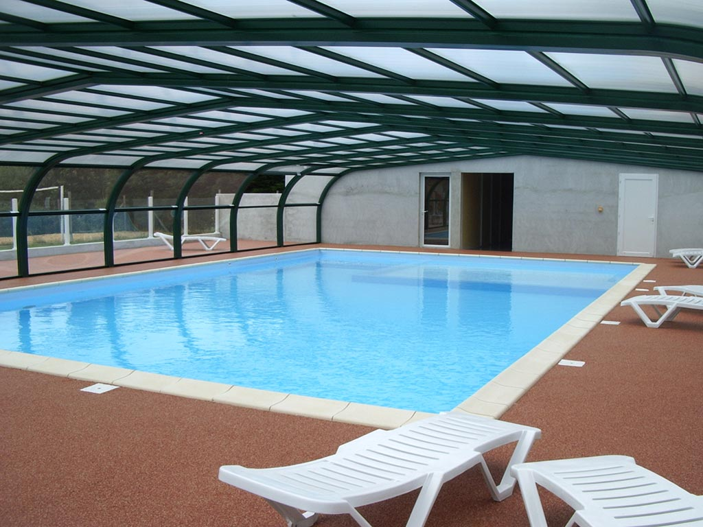 Piscine couverte et chauff e piscine p che et for Piscine destock