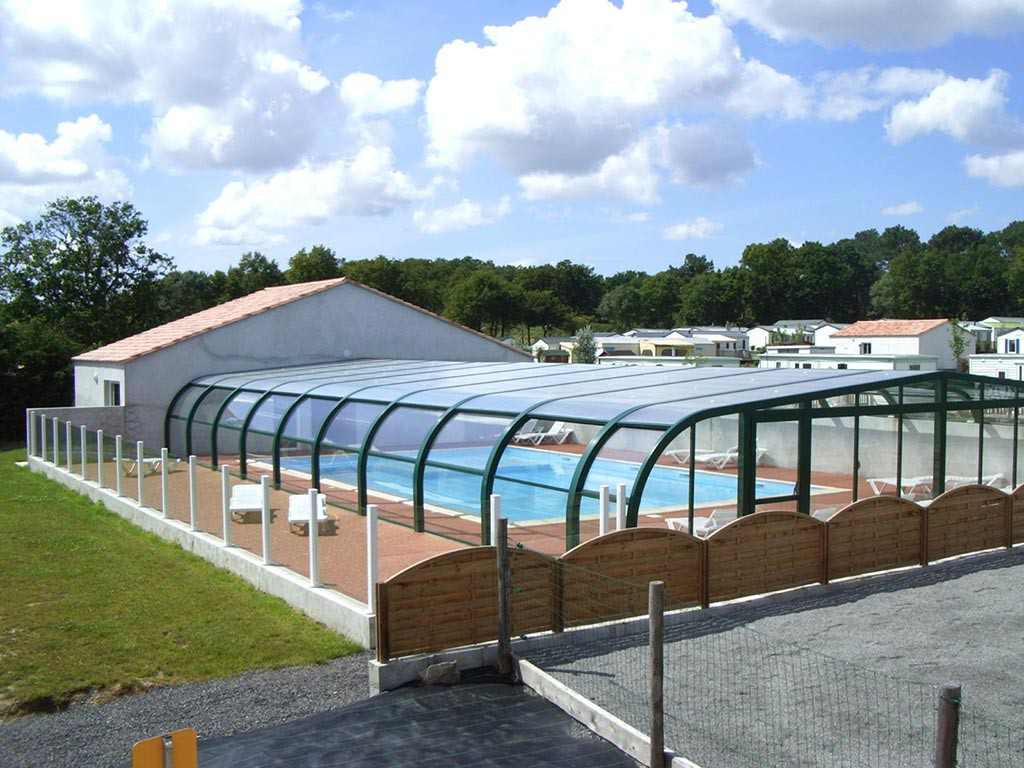 Piscine couverte et chauff e piscine p che et for Camping mont saint michel piscine couverte
