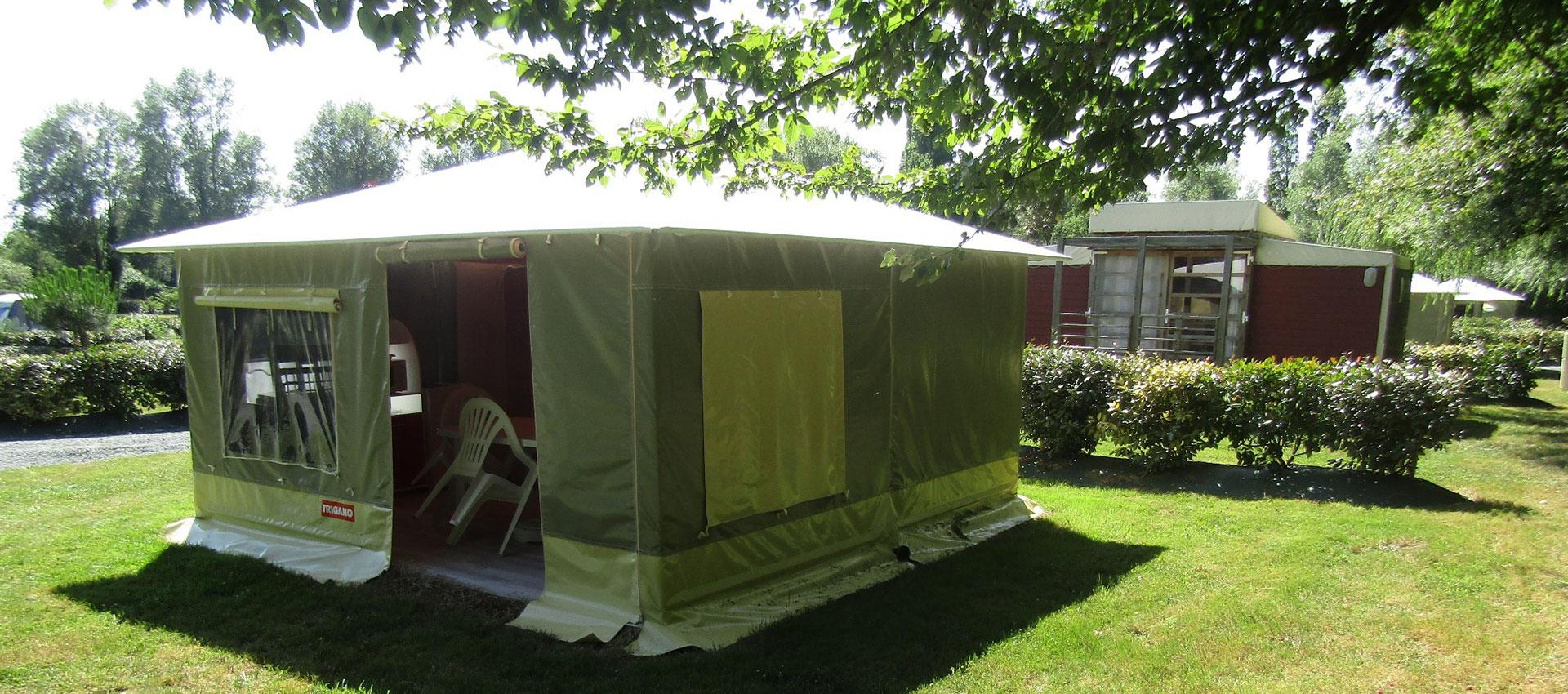 camping au coeur de la nature avec étang